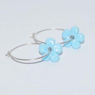 Øreringe - blomst i lyseblå